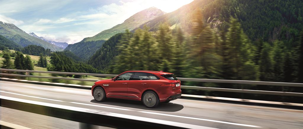 F-Pace_2