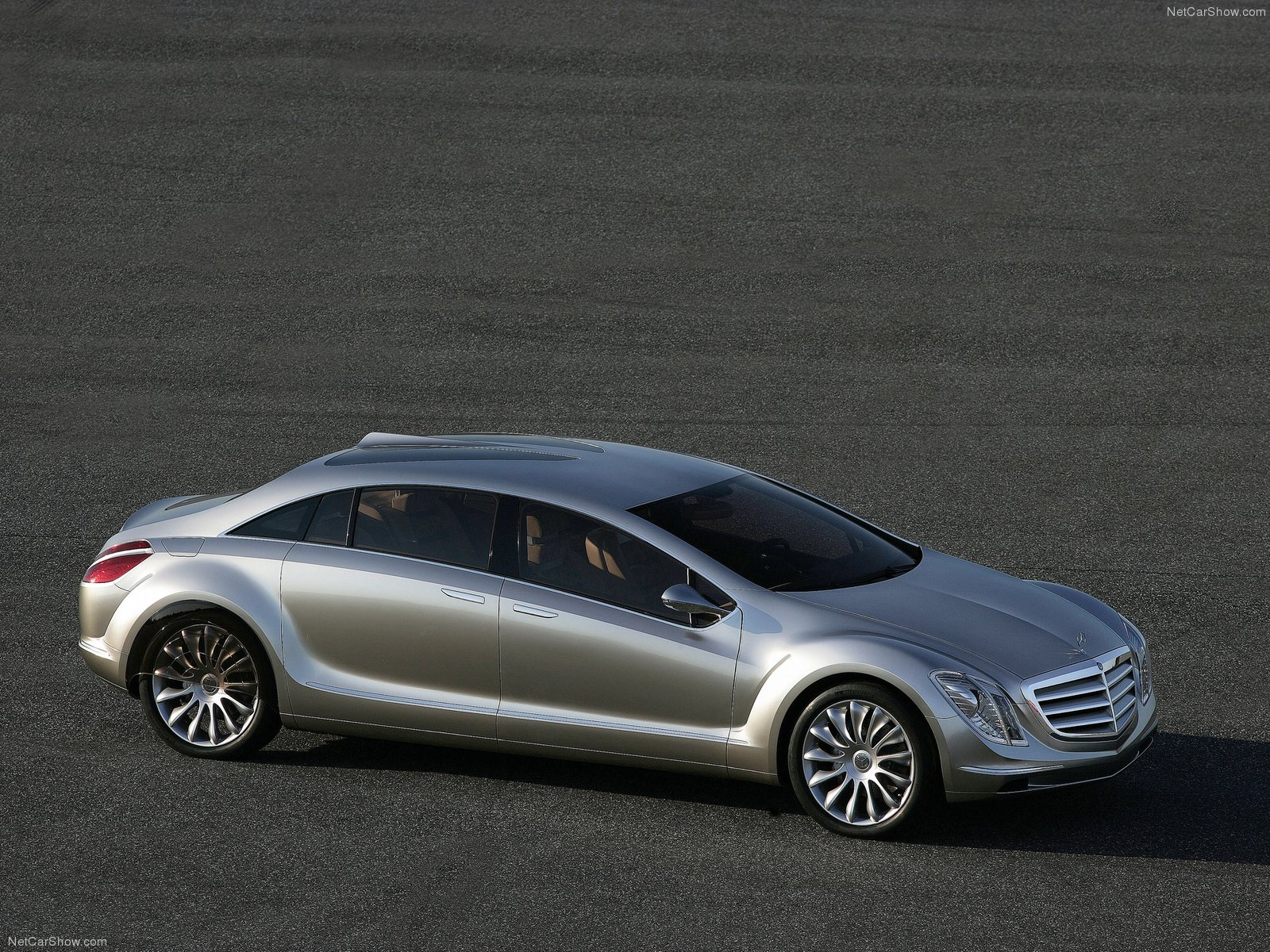 Mercedes-Benz-F700_Concept_2007_1600x1200_wallpaper_08