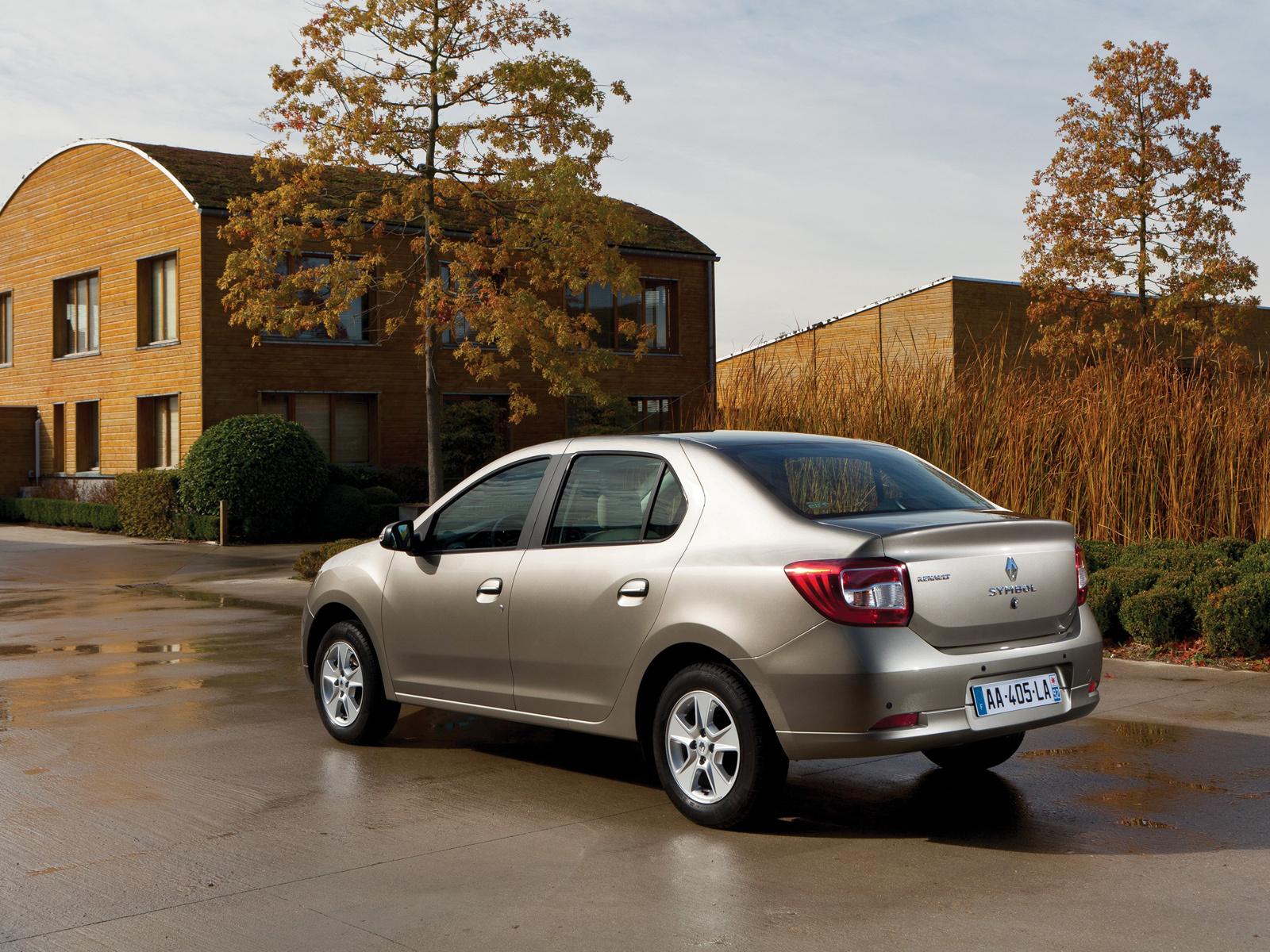 RenaultLogan_2013sedan2