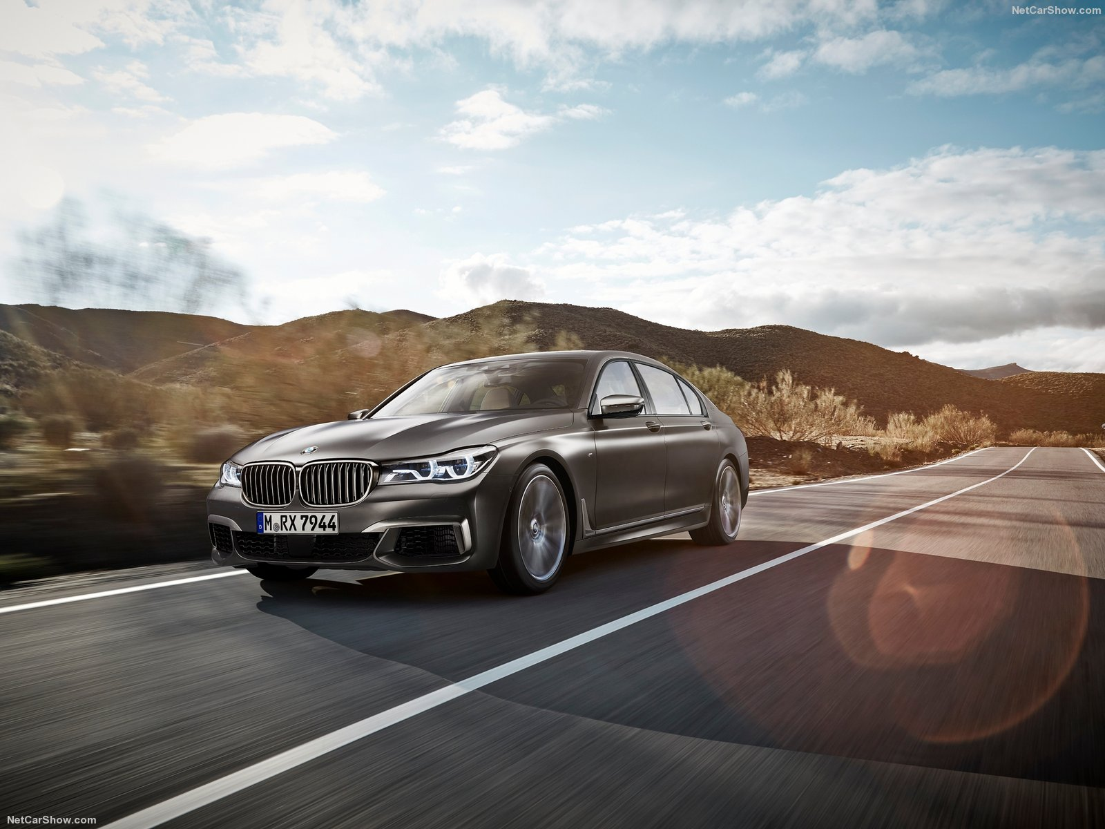 BMW-M760Li_xDrive_2017_1600x1200_wallpaper_01