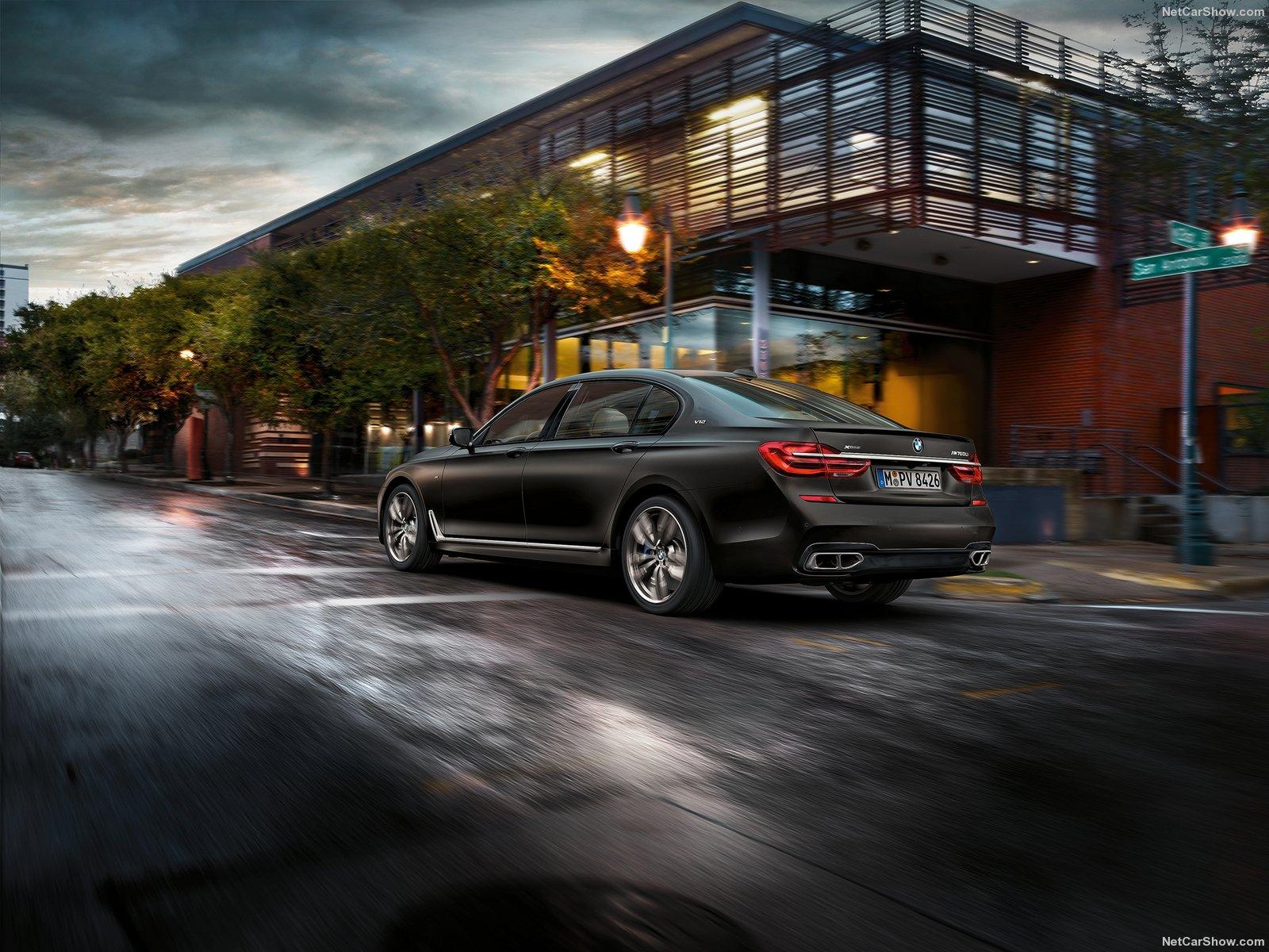 BMW-M760Li_xDrive_2017_1600x1200_wallpaper_05