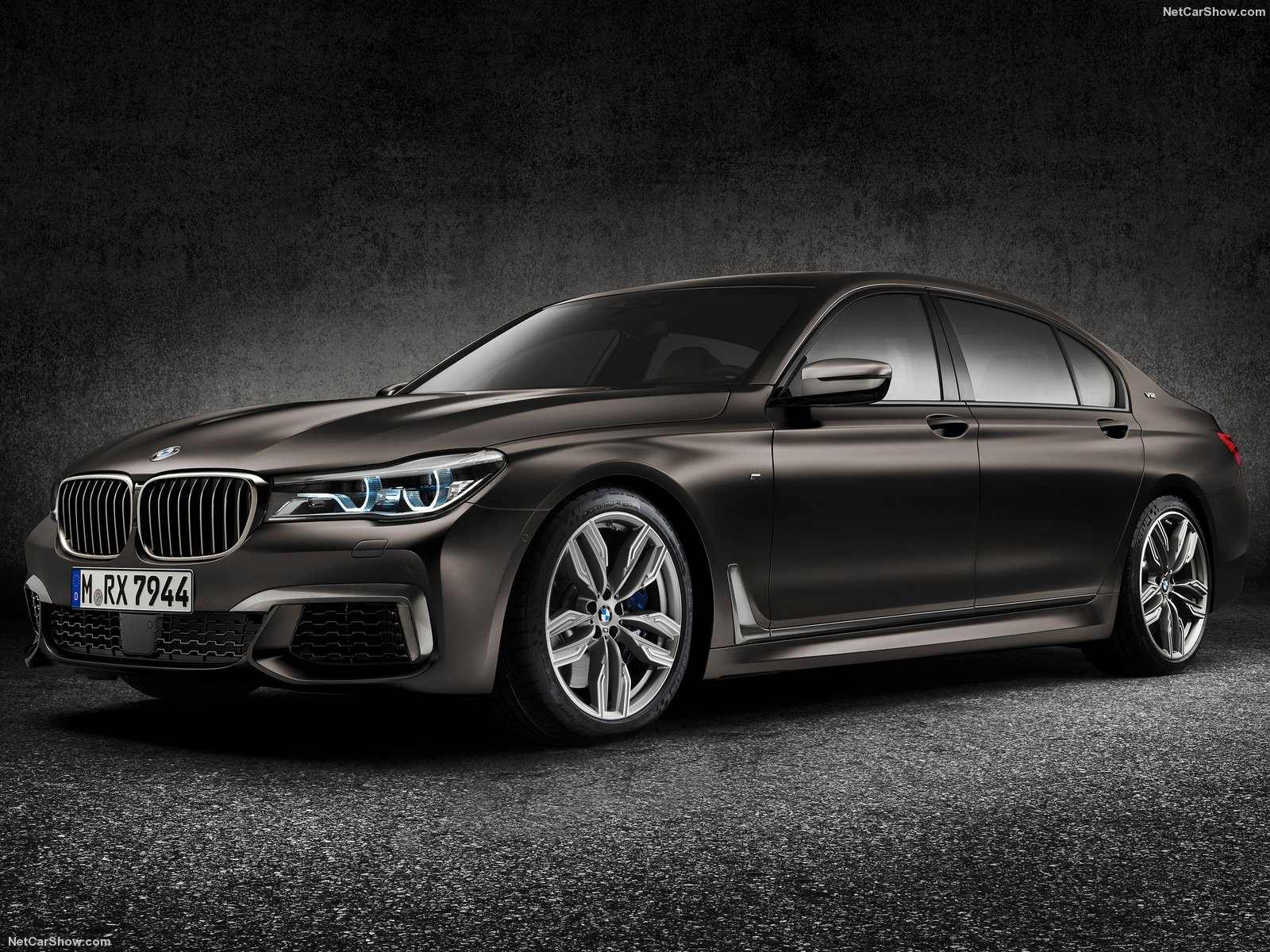 BMW-M760Li_xDrive_2017_1600x1200_wallpaper_06