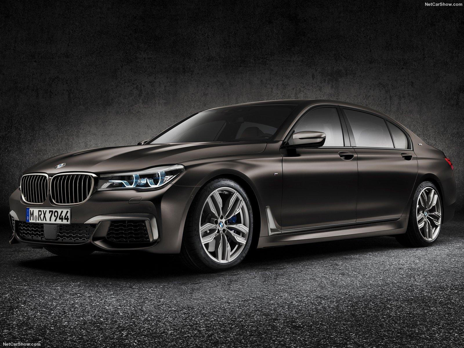BMW-M760Li_xDrive_2017_1600x1200_wallpaper_06