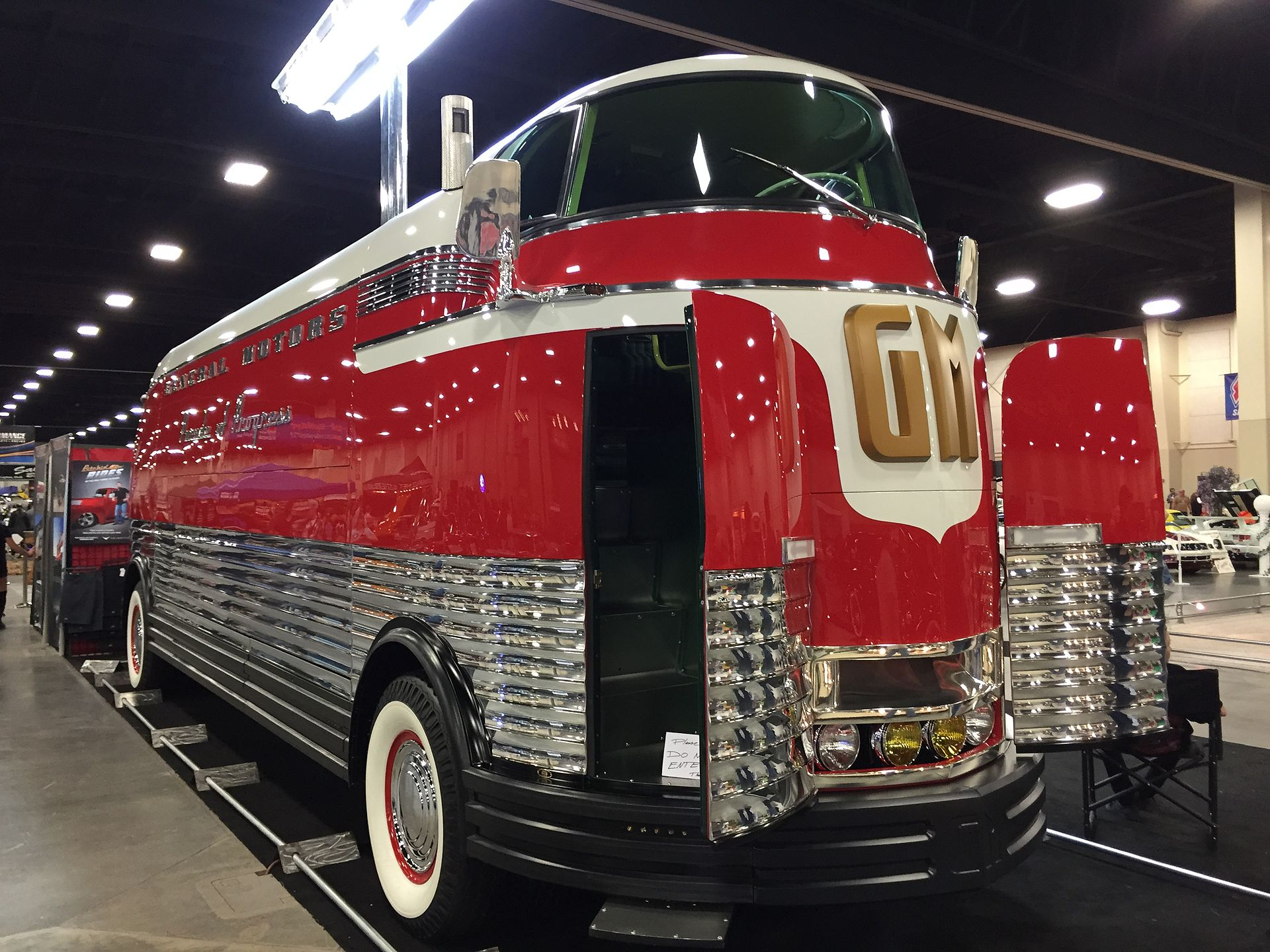 Front_right_of_Futurliner_number_3