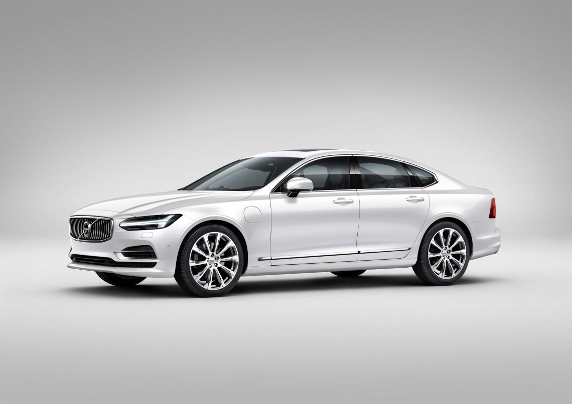 Новый седан Volvo S90 будет презентован сегодня