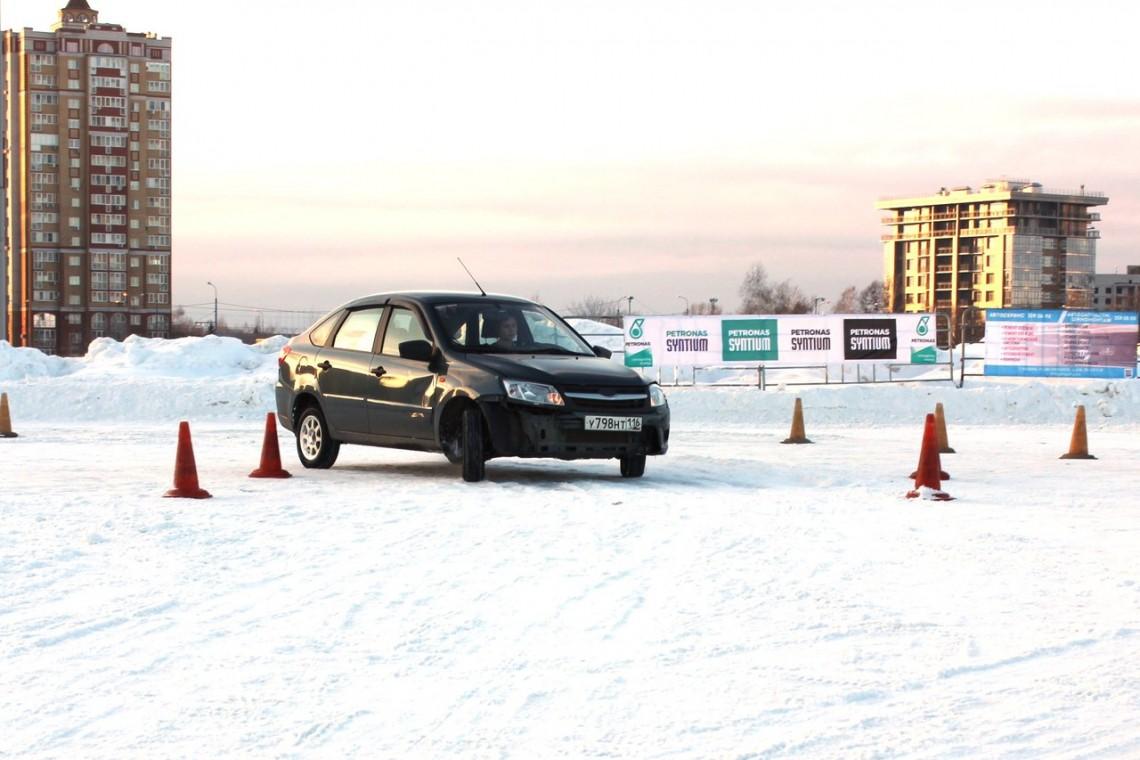 2-й этап зимней джимханы от Казанской школы высшего водительского мастерства