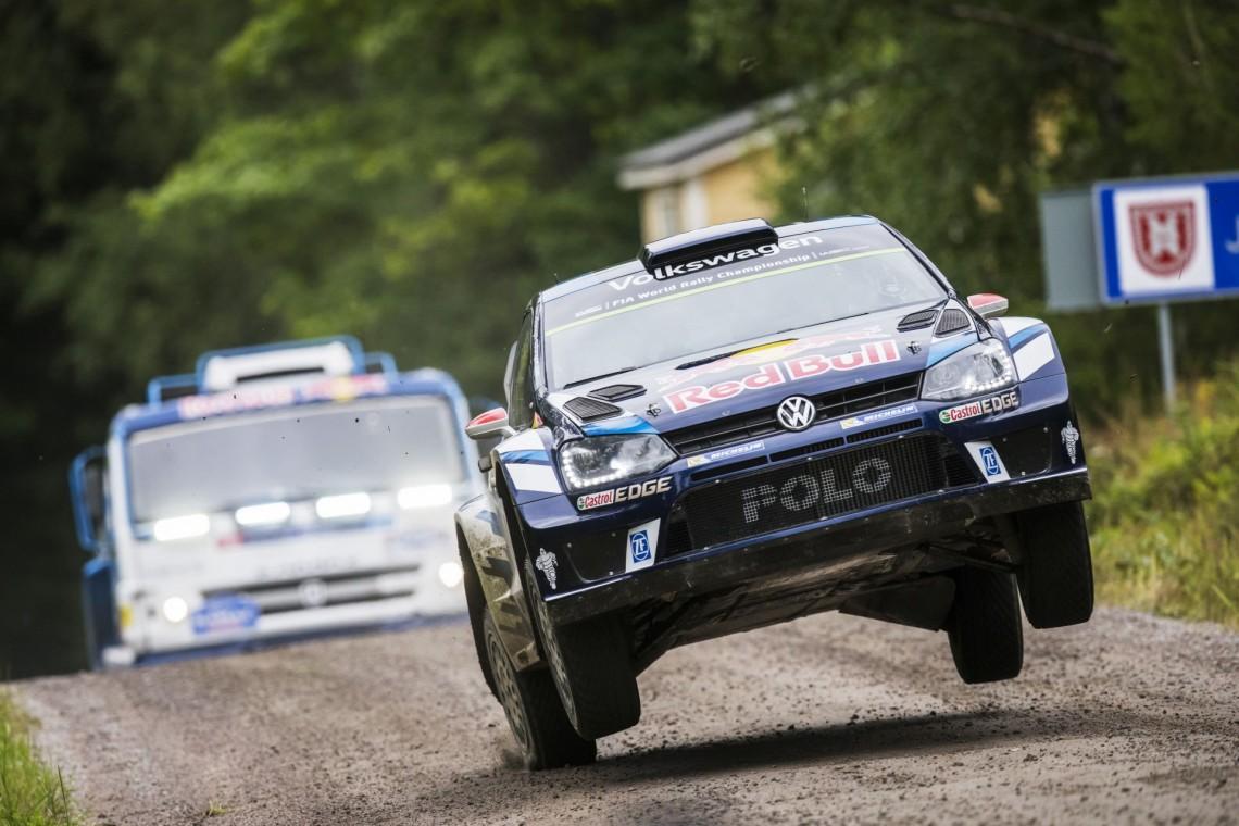 Гоночный КАМАЗ против VW Polo WRC - кто кого на раллийных дорожках?
