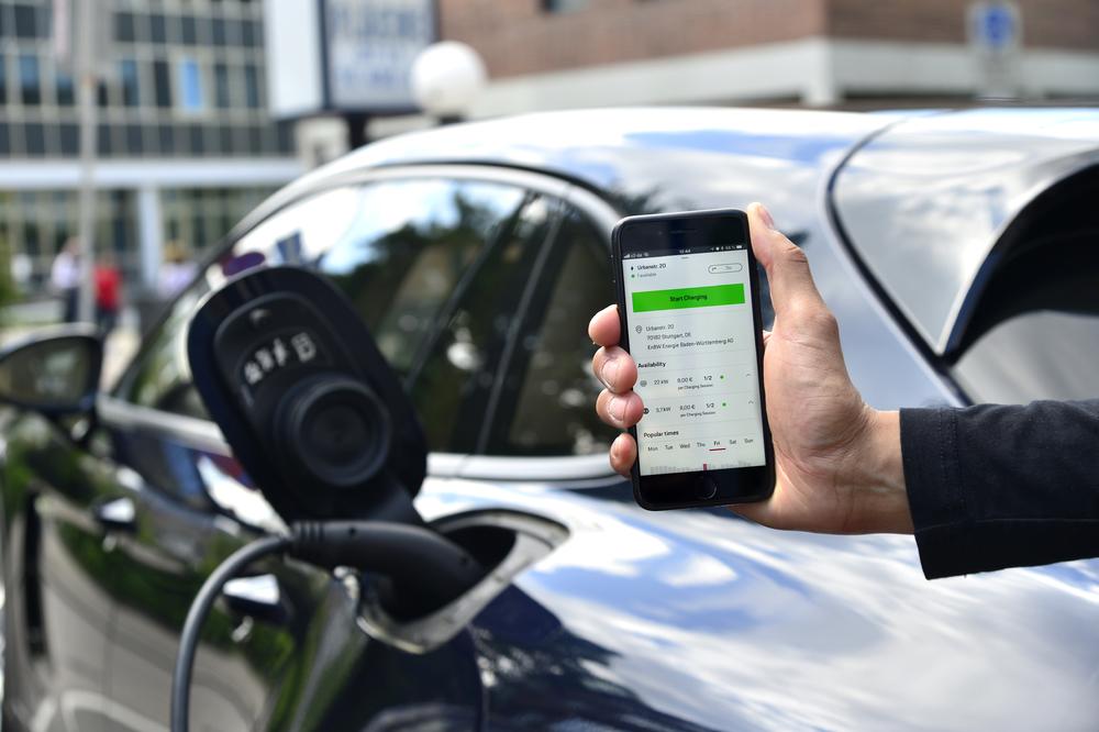 Porsche запускает цифровой зарядный сервис для электромобилей