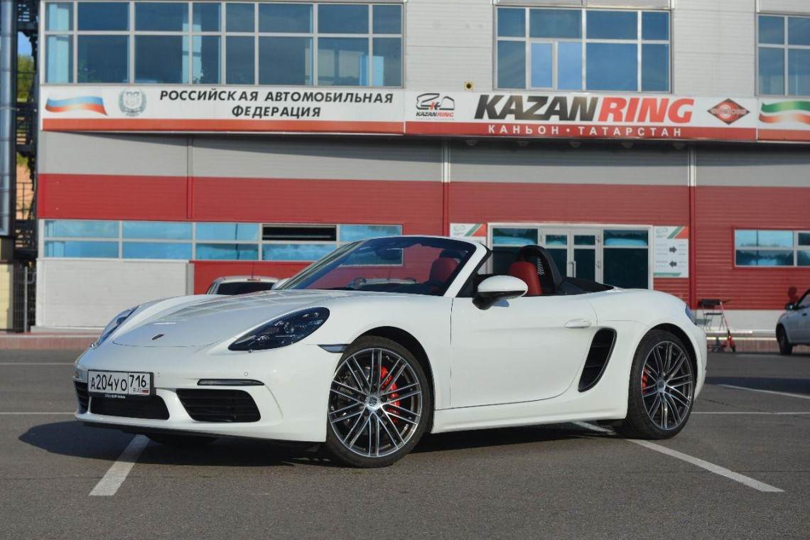 """Groundhog Day"" / Porsche 718 Boxster S"