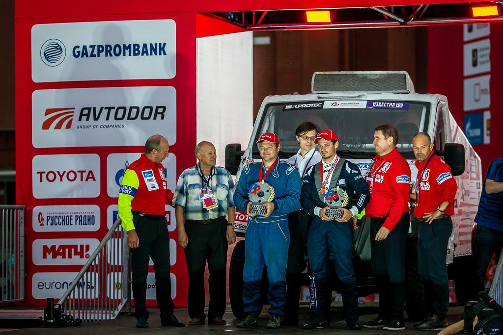 Участники чемпионата и кубка России по ралли-рейдам финишировали на Красной площади